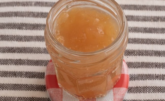 5~6カ月ごろ(離乳食初期)のレシピ「とろ~り♡すりおろしリンゴ」