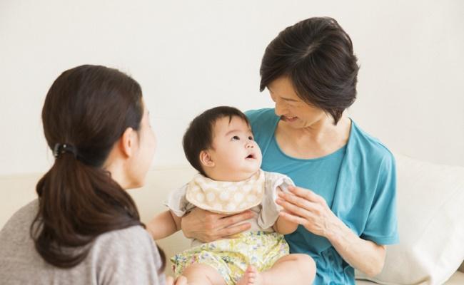 お姑さんとママと赤ちゃんのイメージ