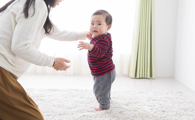 赤ちゃんがつかまり立ちを始めたら気を付けたい「お部屋の安全」のイメージ