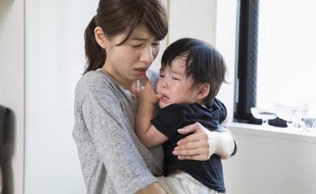 人見知りの赤ちゃんのイメージ