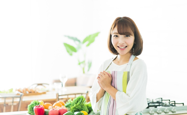 夏の調理と食中毒のイメージ