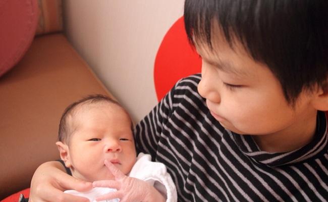 お兄ちゃんと赤ちゃん