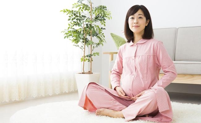 妊婦さんすわるイメージ