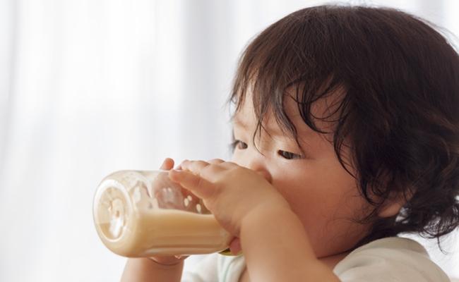 ミルクを飲むイメージ