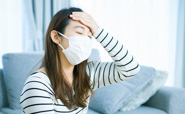 熱がある女性