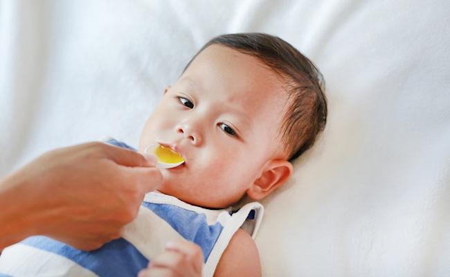 赤ちゃんへの薬の飲ませ方のイメージ