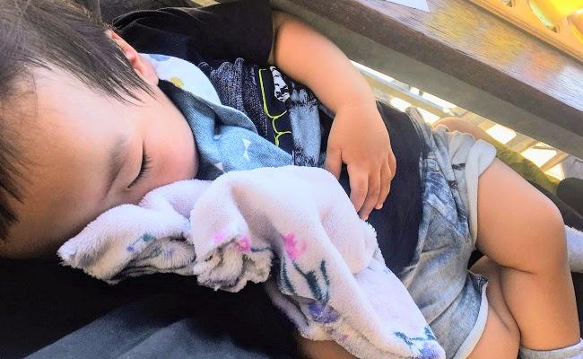 外出、旅行どこへでも。寝かしつけの救世主!眠りを誘うピンクのパジャマ