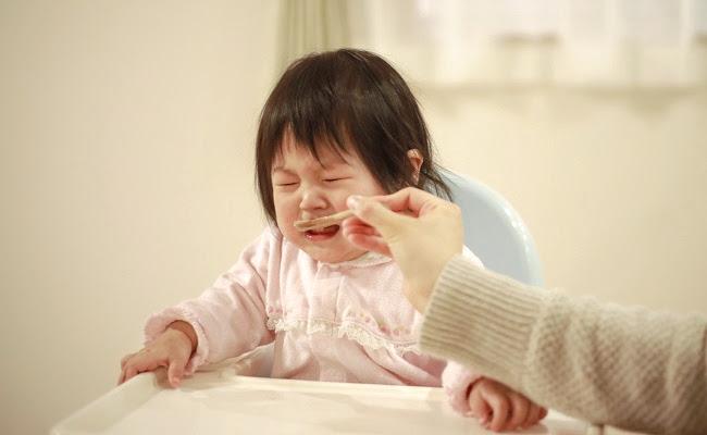 離乳食を嫌がる赤ちゃん