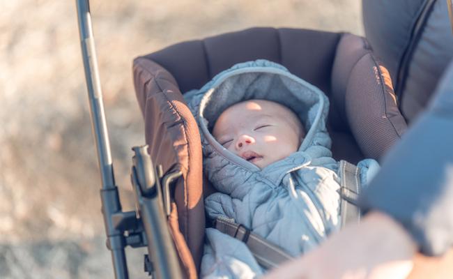 冬の赤ちゃんの服装のイメージ