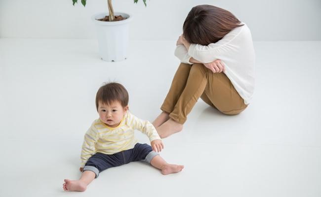 子どもにカッとしてしまって自己嫌悪に陥るママのイメージ