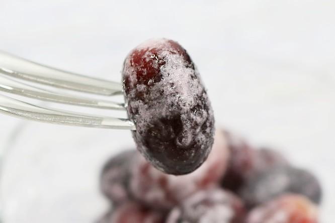 セブンイレブン冷凍フルーツ「そのまま食べるぶどう」