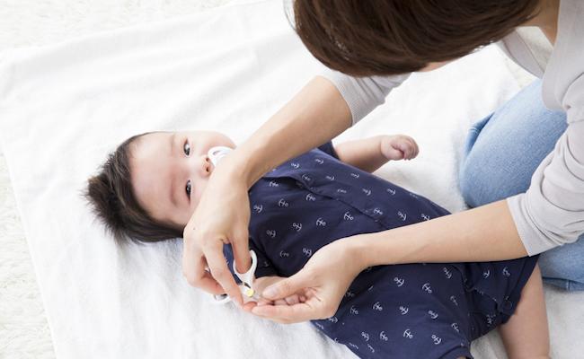 赤ちゃんの目・鼻・耳・爪のお手入れのイメージ