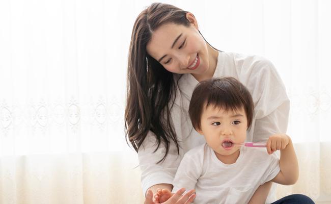 赤ちゃんの歯磨きのイメージ