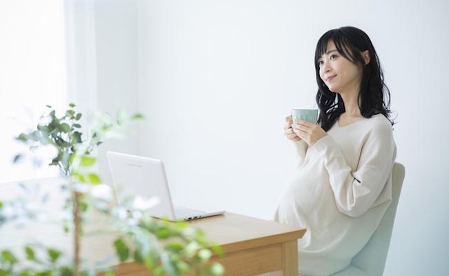 妊娠中や授乳中にカフェイン摂取のイメージ