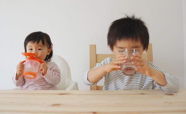 夏でも赤ちゃんに「麦茶は不要」です!【3児ママ小児科医のラクになる育児】