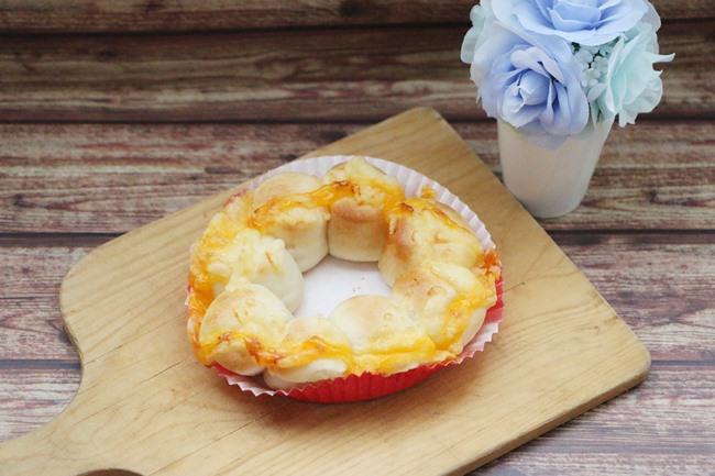 「ポン・デ・ちぎりパン 3種のチーズ」180円(税抜)