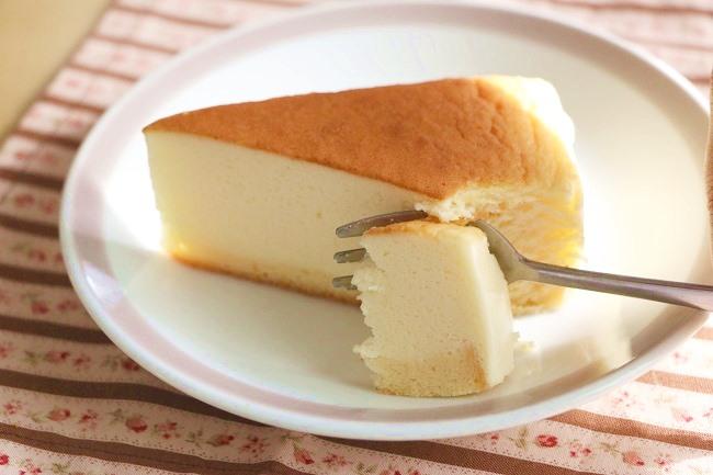 「糖質72%カットのスフレチーズケーキ」 270円 (税込)