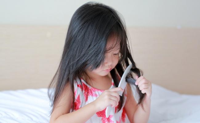 女児 髪の毛アップ