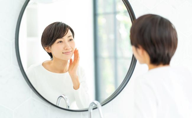 女性 鏡チェック