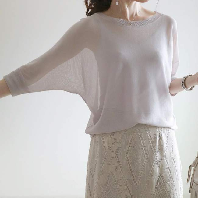 ユニクロ ライトシアーボートネックセーター