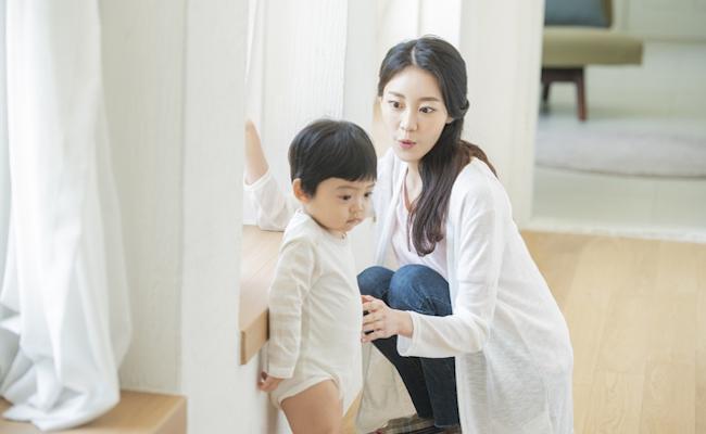 赤ちゃんと母親のイメージ