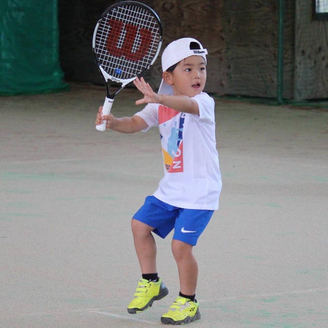 テニス 練習中