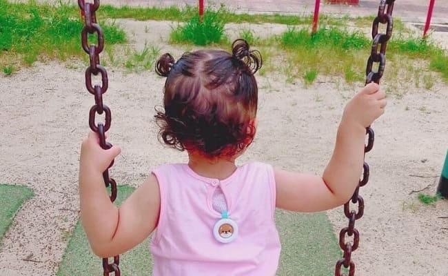 2歳で女の子らしい髪型を楽しむように