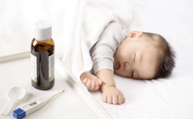 風邪で寝込む赤ちゃん