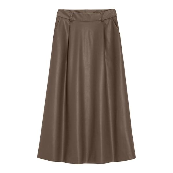 GU フェイクレザーフレアミディスカート