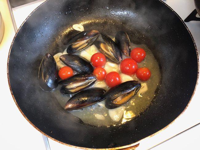 業務スーパー 殻付きムール貝でパスタ