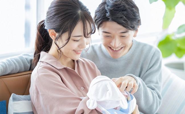 新生児とパパママ