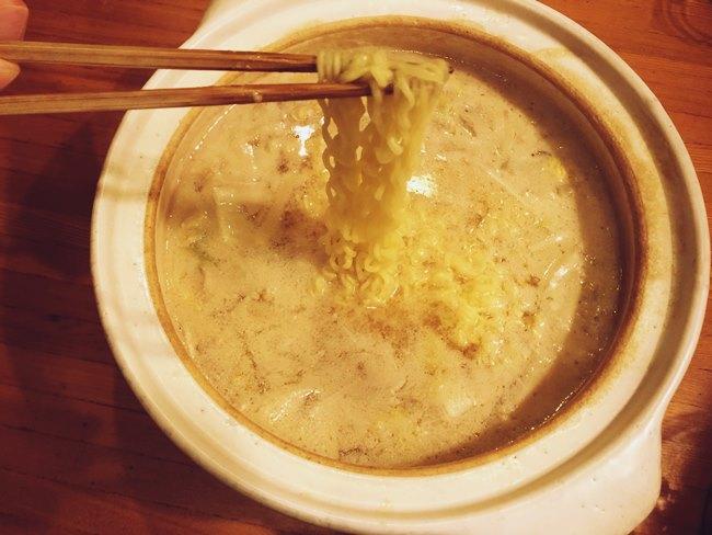 業務スーパー コムタン鍋の素の鍋のシメにサリ麺