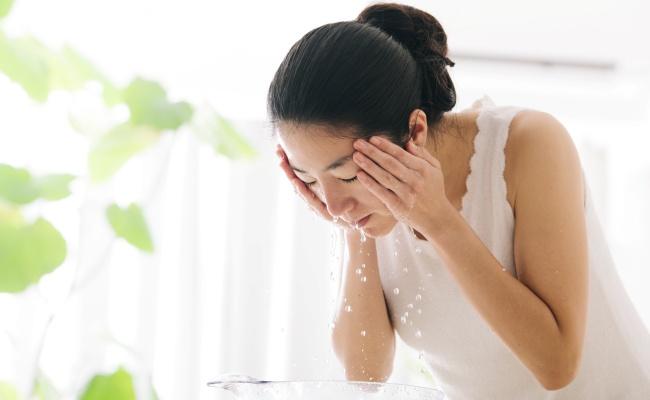 女性 洗顔