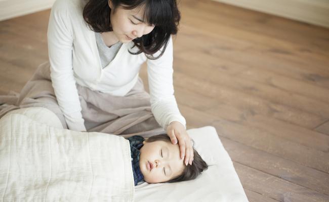 風邪気味の赤ちゃんとママのイメージ