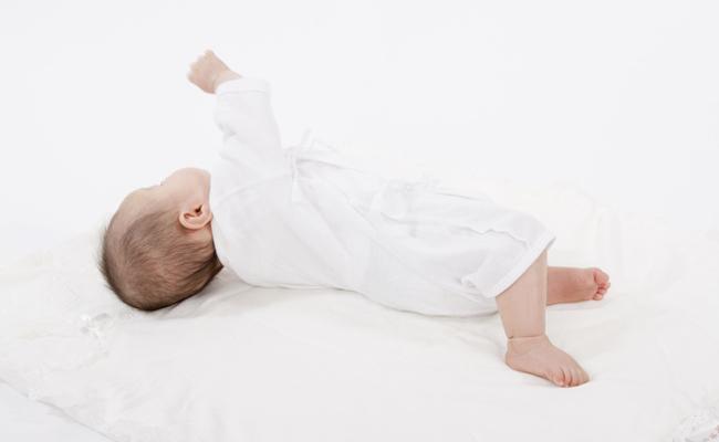 寝返り赤ちゃん