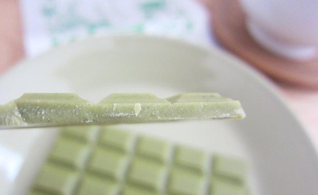 カルディ お茶チョコ断面1