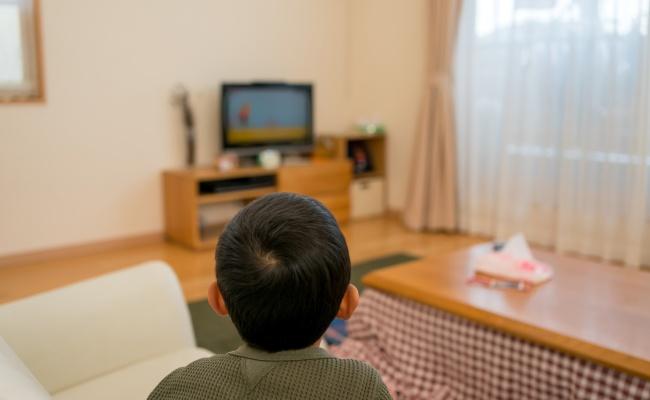 男の子 テレビ鑑賞