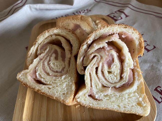 カルディ いちごあんでいちごあん食パン