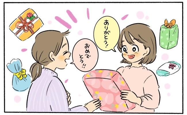 出産祝いを受け取るママ