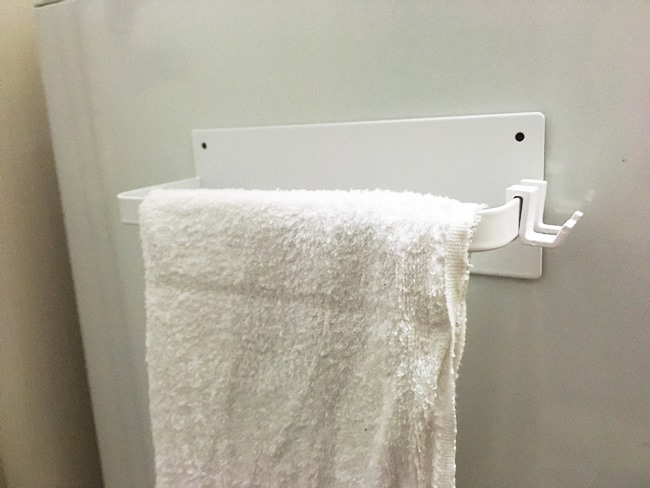洗面所でタオルホルダーとして
