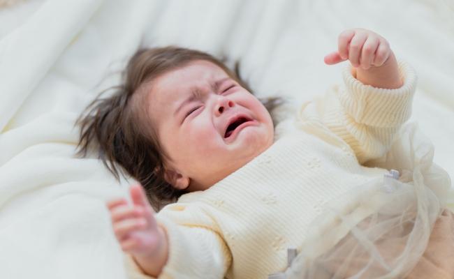 泣く子のイメージ