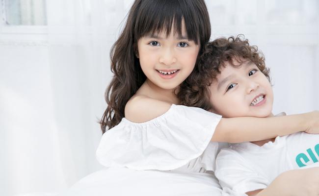 男の子と女の子のイメージ