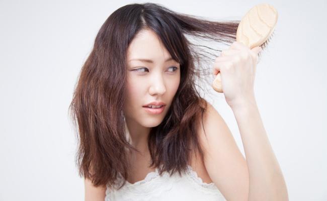 女性 髪のパサつき