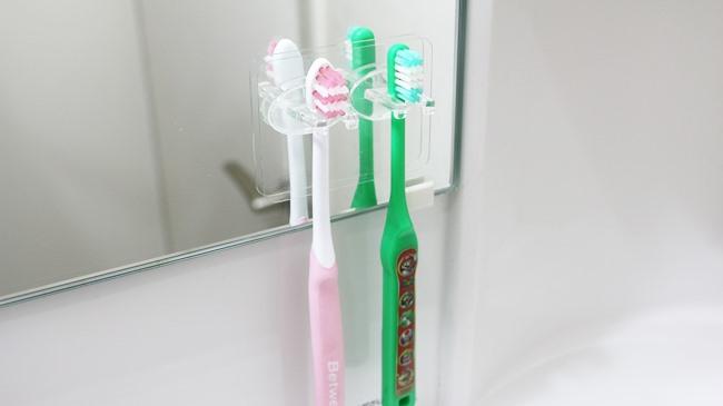 はってはがせる♡「シールフック 歯ブラシホルダー 2本用」