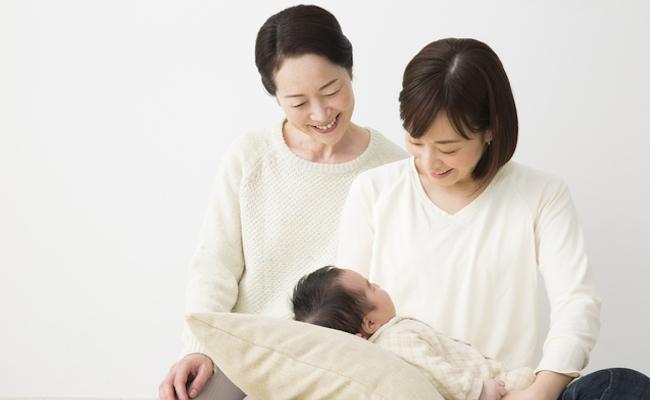 親子と義母のイメージ