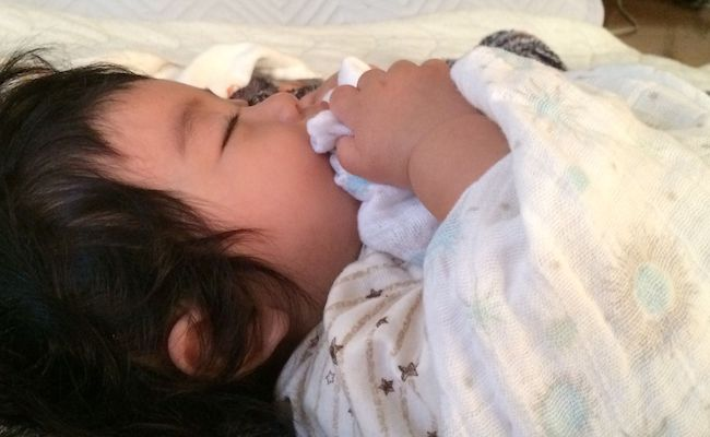 ガーゼケットと赤ちゃん