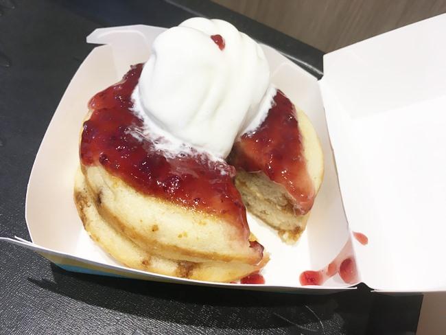 知っ得3:「マックフロート」のアイスを「ハワイアンパンケーキ」にのせても、めちゃうま!