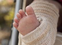 赤ちゃんの足を冷えなどから守る♪人気のベビーレッグウォーマーはコレ!