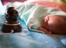 離れた場所にいても赤ちゃんの状態がわかる!人気のベビーモニター3選