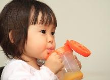 赤ちゃんも水分補給が大切!ベビー用飲料ってどんなものがあるの?